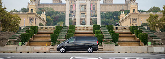 Por qué hacer un city tour por Barcelona con un chófer profesional