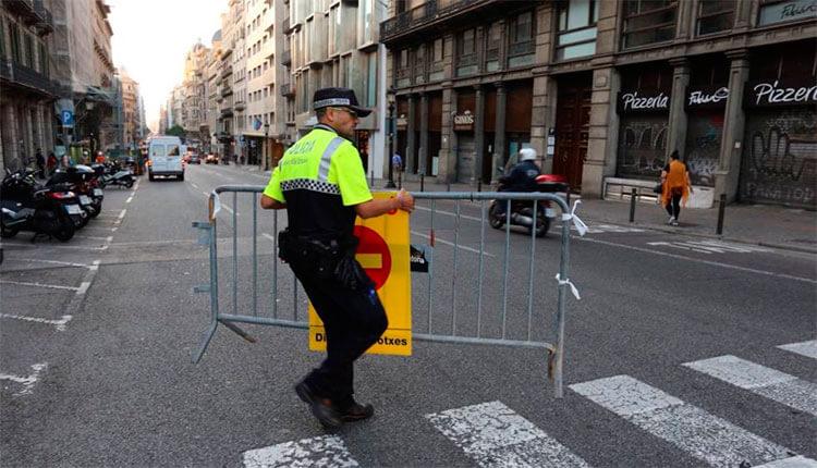 Policía cierra algunas calles al tráfico de vehículos