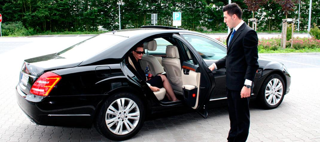 Alquiler de coches con conductor por horas o días