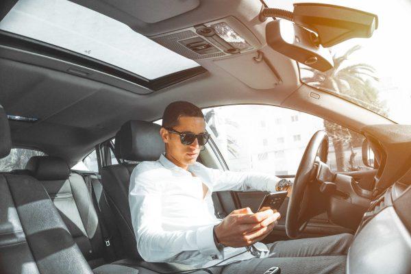 Alquilar un servicio de alquiler de coches con chófer