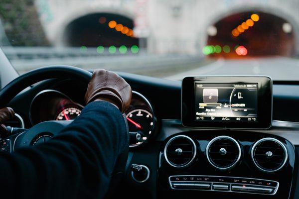 Conductores y coches de lujo para desplazamientos en Barcelona