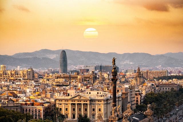 vuelta turística por Barcelona en tus vacaciones con chofer privado